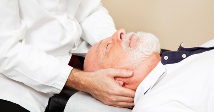 老翁椎間盤突出頸痛手麻 早年車禍病根在作怪 | 生活 | NOWnews 今日新聞