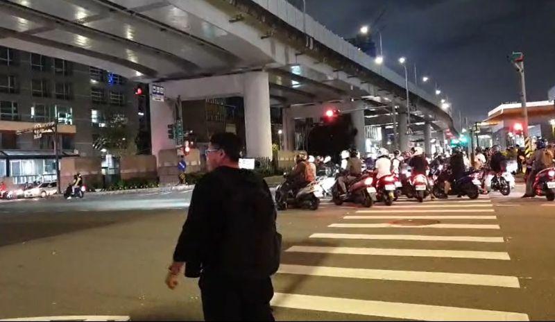 快訊/臺北市民大道「待轉大富翁」塞爆!300警出動管制   生活   NOWnews今日新聞