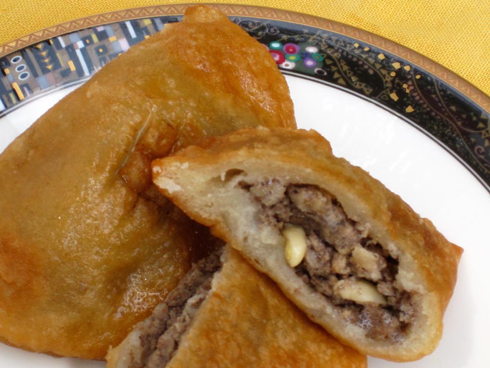 Middle Eastern Meat Pies (Lahem'ajeen)
