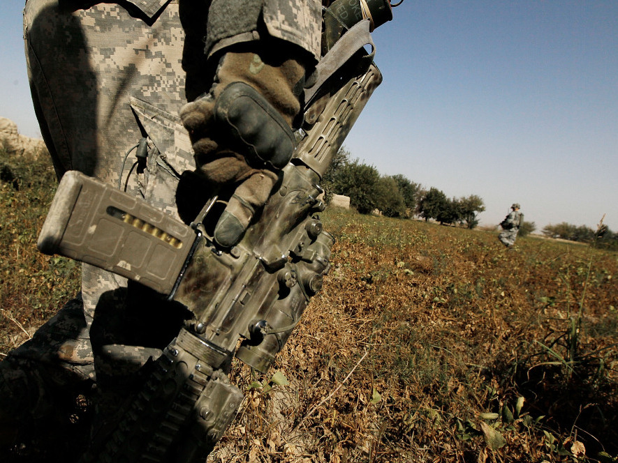 A soldier from the U.S. Army's 101st Airborne Division on patrol in southern Afghanistan. (October, 2010, file photo.)