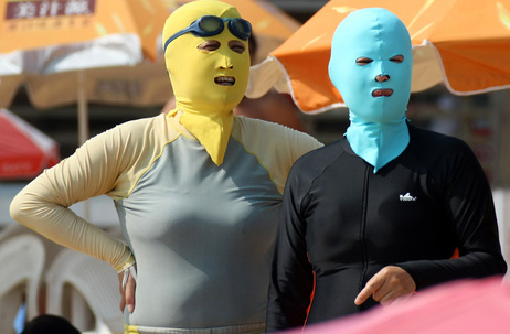 ON CHINESE BEACHES, THE FACE-KINI IS IN FASHION (1/2)