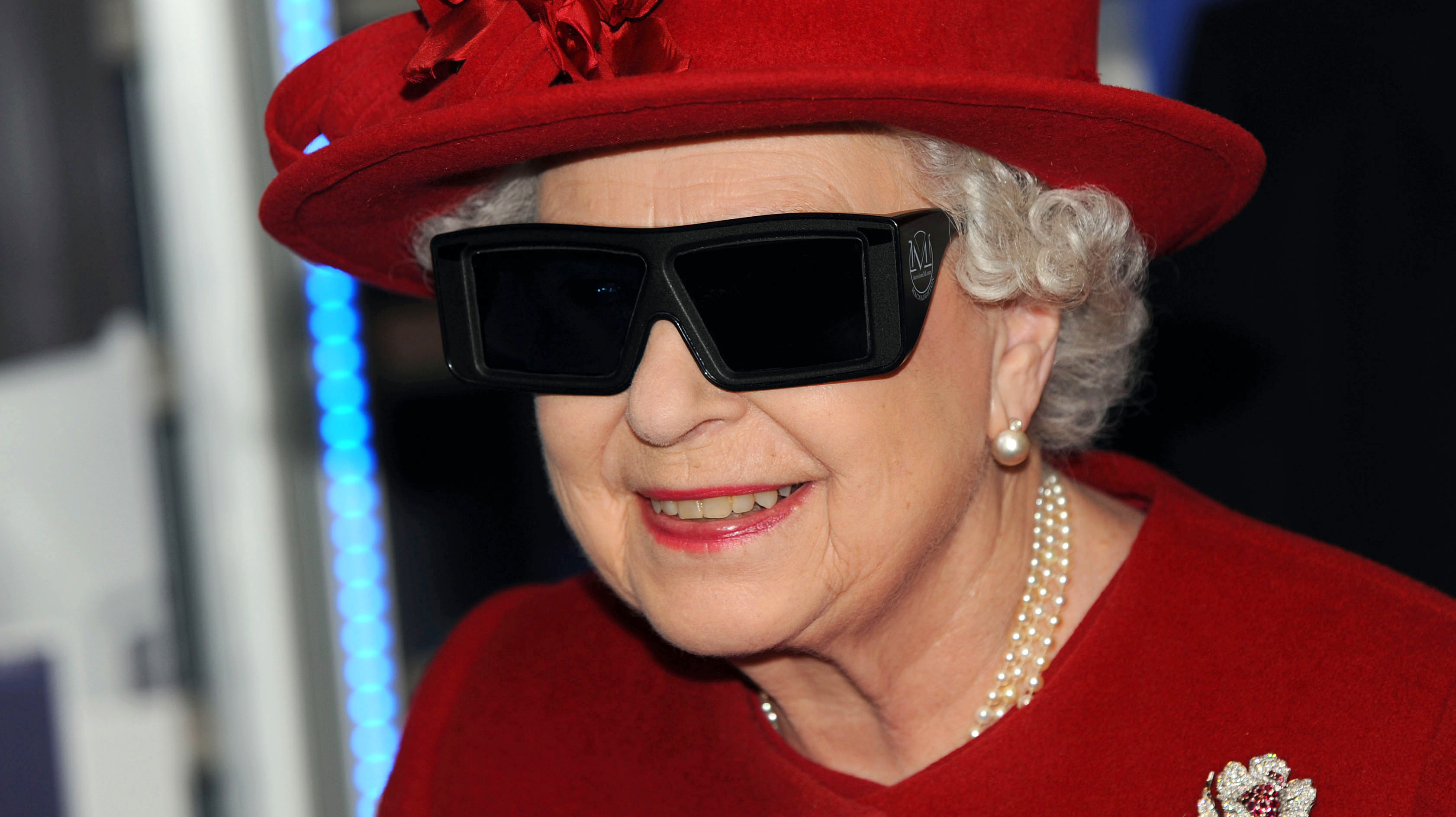In Christmas Message Queen Elizabeth Returns To 3D After