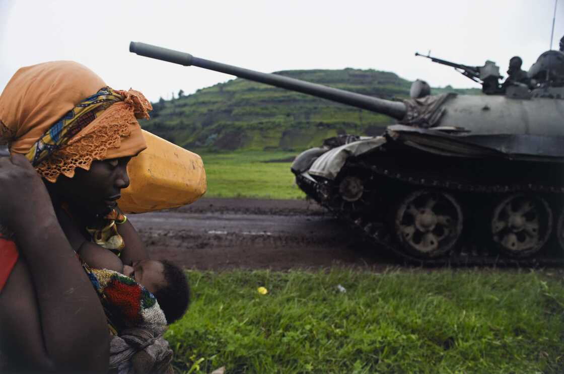 Congolese women flee to Goma, in the Democratic Republic of Congo, 2008.