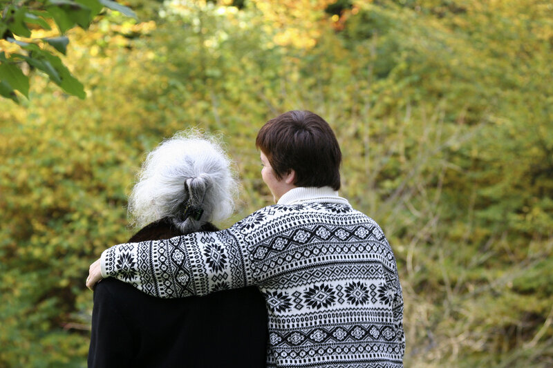 Caregivers who are trained in responding to anxiety or aggression in people with dementia can effectively reduce those symptoms, studies find.