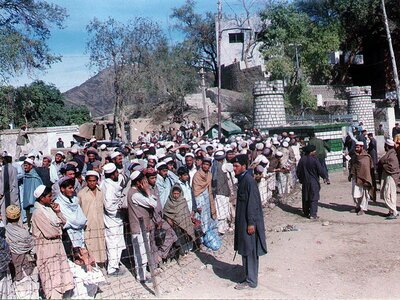 Pakistani border guards stopped Afghan refugees from entering in late 2000. Authorities closed the border to stop the influx of refugees into Pakistan, which was already hosting millions of displaced Afghans.