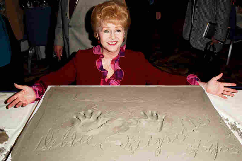 Debbie Reynolds poses at the Hollywood Chamber of Commerce 82nd Annual Meeting & Lifetime Achievement Luncheon Honoring Debbie Reynolds on March 26, 2003, in Century City, Calif.