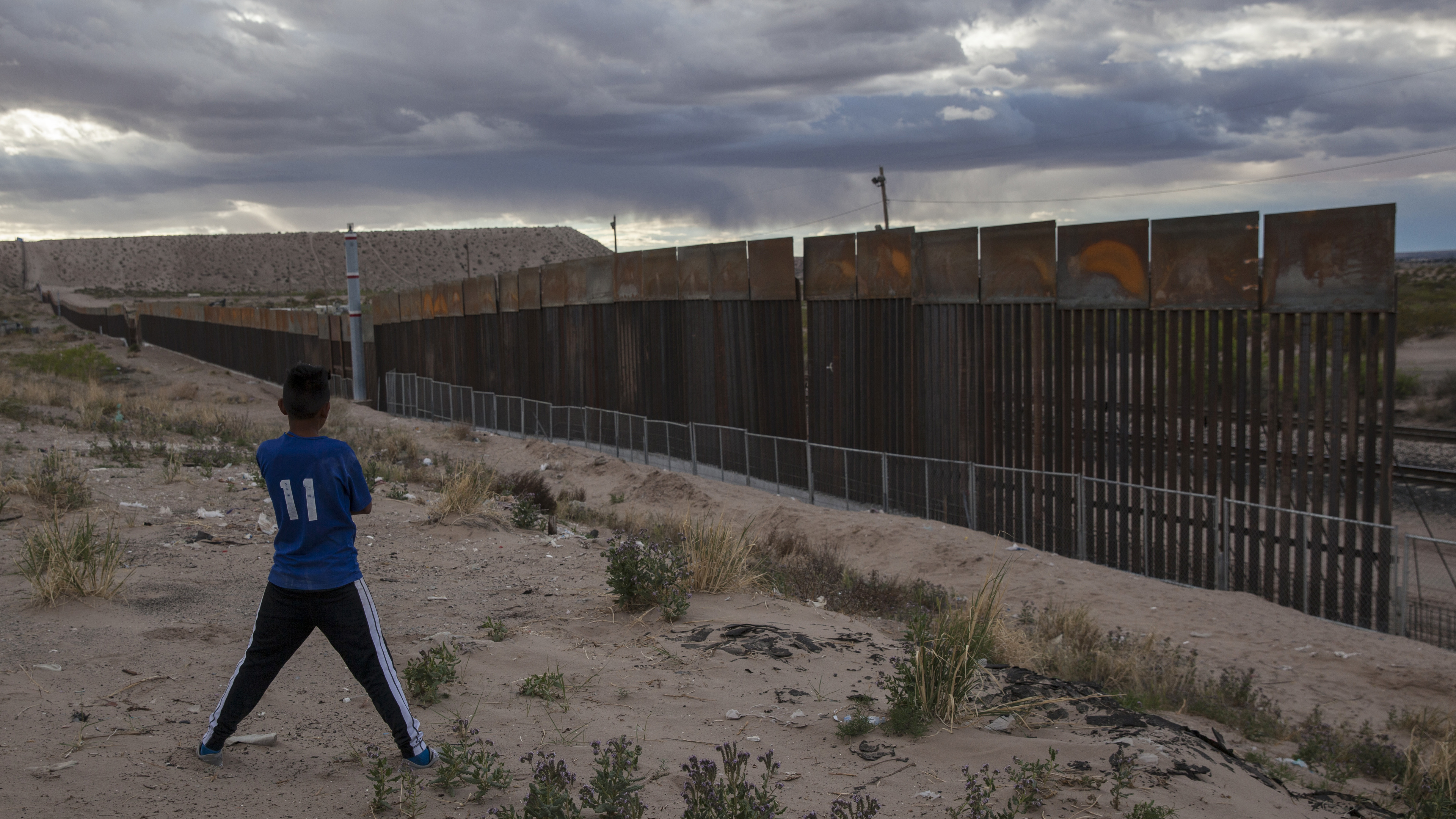 Bidding Closes For Building Trumps Border Wall  The Two
