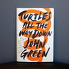 Pour le romancier John Green, le TOC est comme une « mauvaise herbes envahissantes » dans son esprit