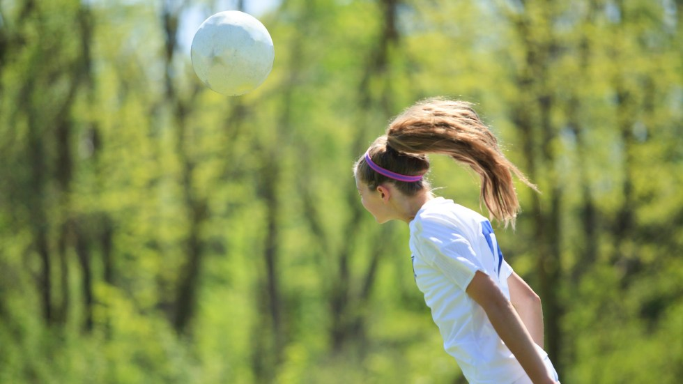 The brains of female soccer players who head the ball frequently show white matter alterations.