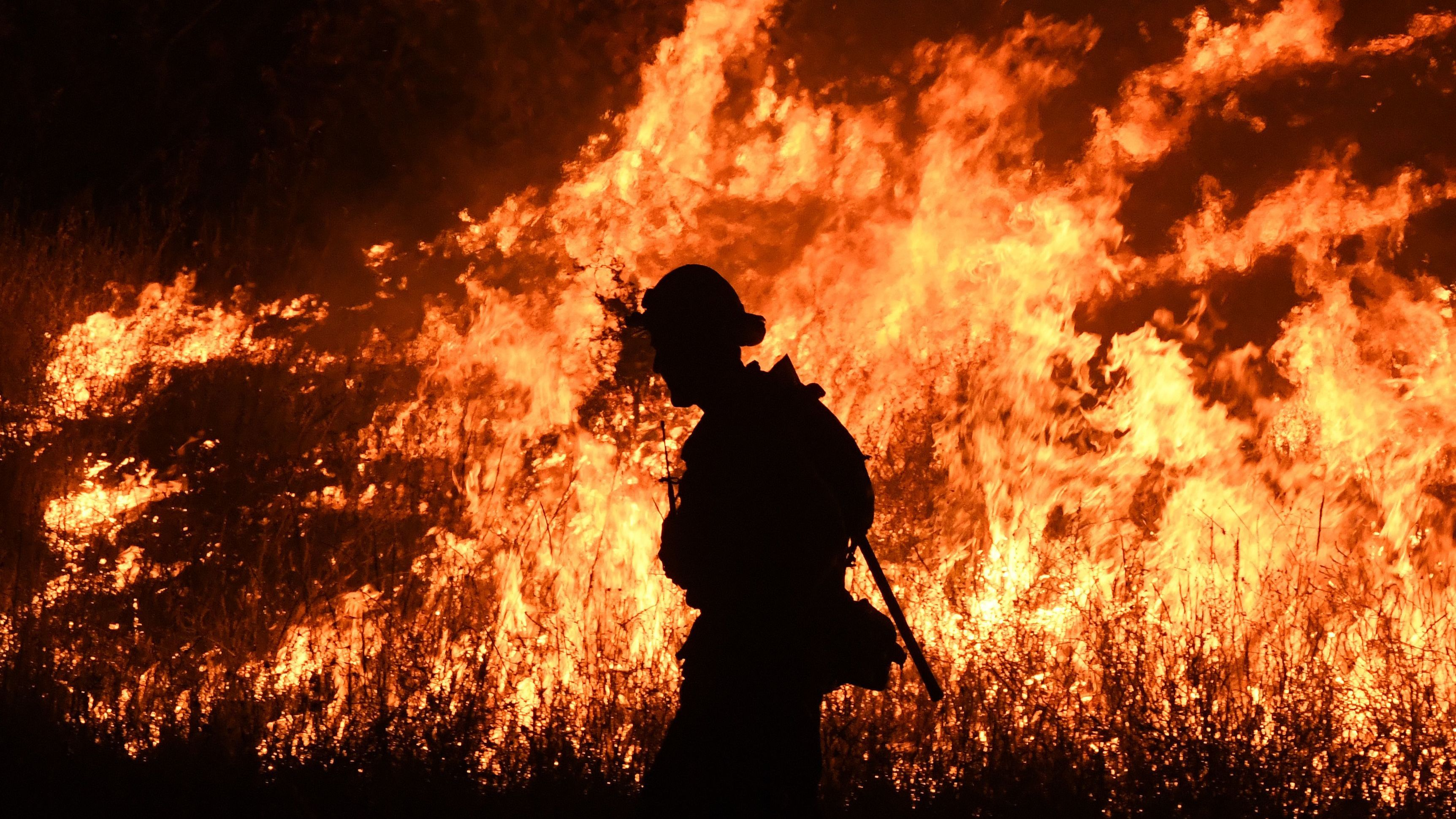 Western Fire Crews Get An Assist From Australia And New