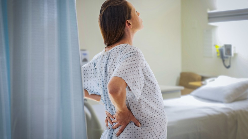Delayed pushing made no difference in whether first-time mothers had a cesarean section, a large study finds.