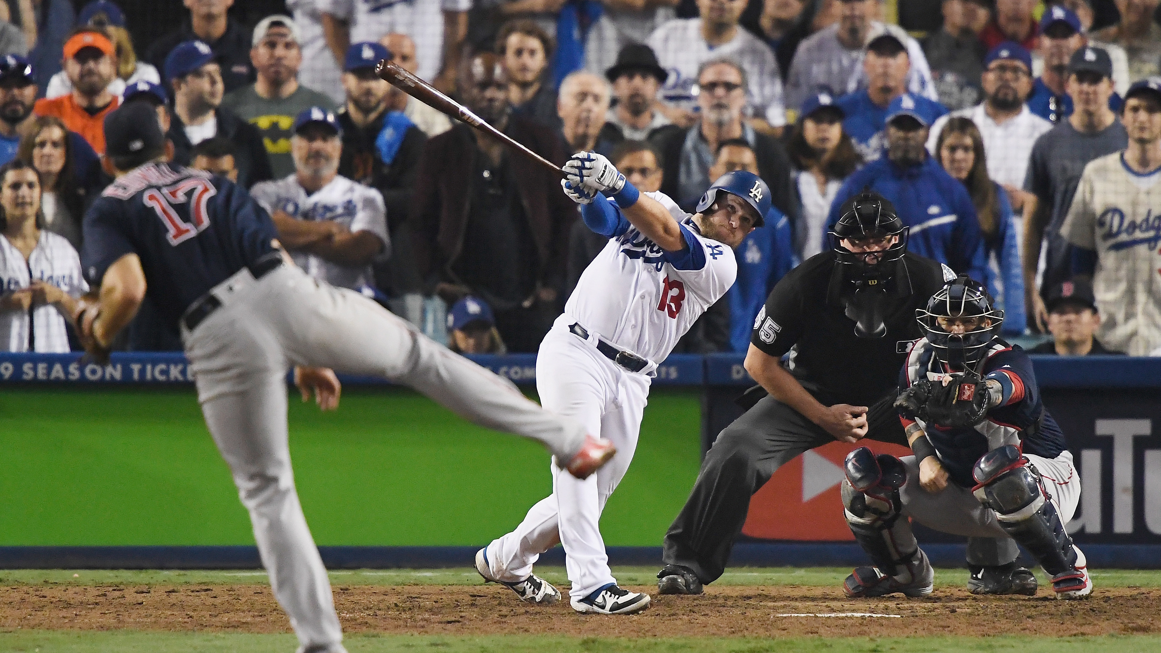World Series Game 3 Dodgers Defeat Red Sox In 18 Inning