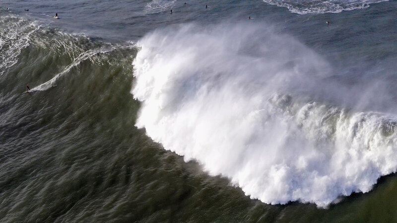 giant extremely dangerous waves
