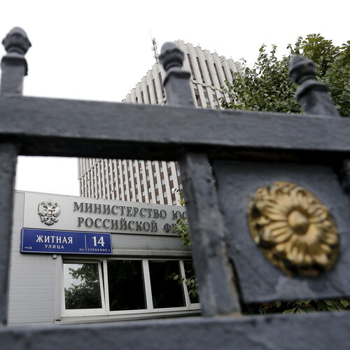 Russia Proposes Easing Laws On Corruption, Saying It's Unavoidable Sometimes