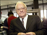 Former Illinois Gov. George Ryan arrives at a federal building in Chicago.