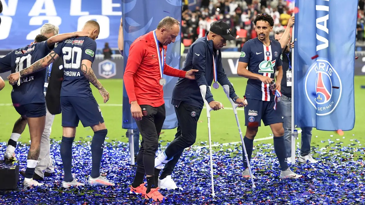 psg trainer tuchel angry after hard