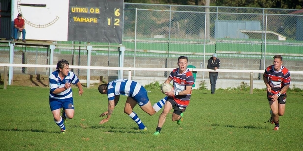 REMATCH: Taihape's Taylor Transom supported by Jaye Flaws, leads a raid against Utiku Old Boys in their 34-20 win on May 2.PHOTO/FILE 04052015WCSUPUTIKU2