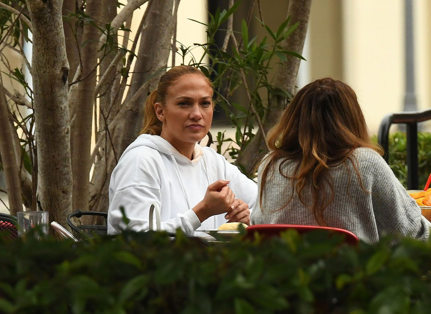 jennifer-lopez-leaves-gym-lunch-with-friends-04-1610554232640.jpg