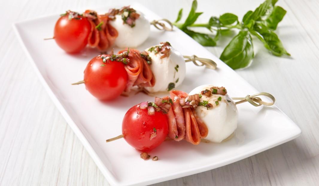 Mini Brochettes Caprese Au Pepperoni Amor Olymel