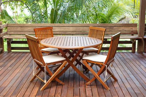 table de jardin bois choix et prix d