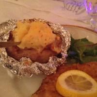 Stuffed bakad potatis med kycklingschnitzel