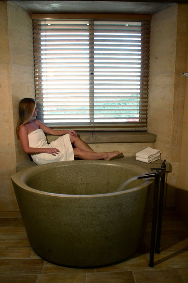 Japanesestyle soaking tubs catch on in US bathroom