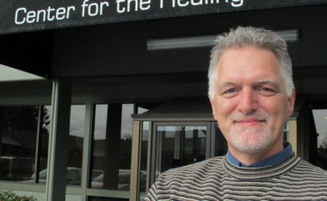 Hillsboro Hypnotist Rick Lefever Helps Change Bad Habits