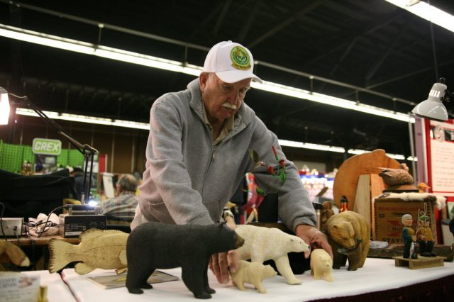 ... washougal wash sets up his carvings for sale at the woodworking shows