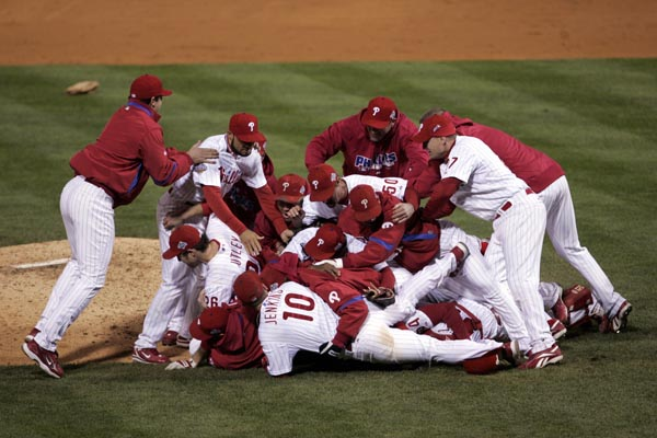 Celebration at the end of 9th inning.  ( Michael Perez / Staff Photographer )