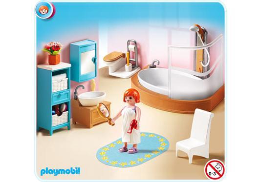 salle de bains avec baignoire et pare