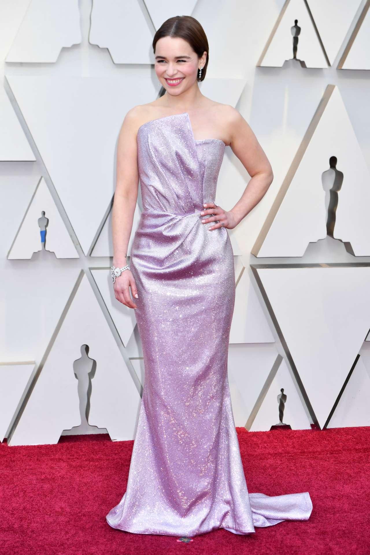 Oscars 2019 Game Of Thrones Star Emilia Clarke Stuns On