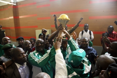 Super Eagles & Officials with AFCON trophy.