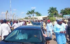 Members and senators escorting Speaker out of NASS premises. All shouting sai Tambuwal