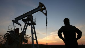 Crude oil extraction [Photo credit: Bloomberg]