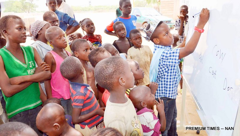 PIC.6.  KING OF HOPE, MASTER DAMIAN ALEBURU TEACHING CHILDREN, DURING HIS VISIT TO INTERNALLY   DISPLAYED PERSON'S CAMP AT NEW KUCHINGORO IN ABUJA ON SUNDAY (10/4/16). 28406/10/4/2016/HB/JAUNAN