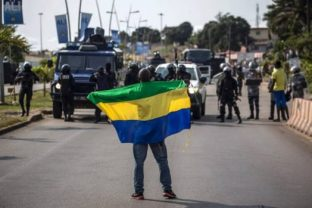 gabon-protesters-and-police