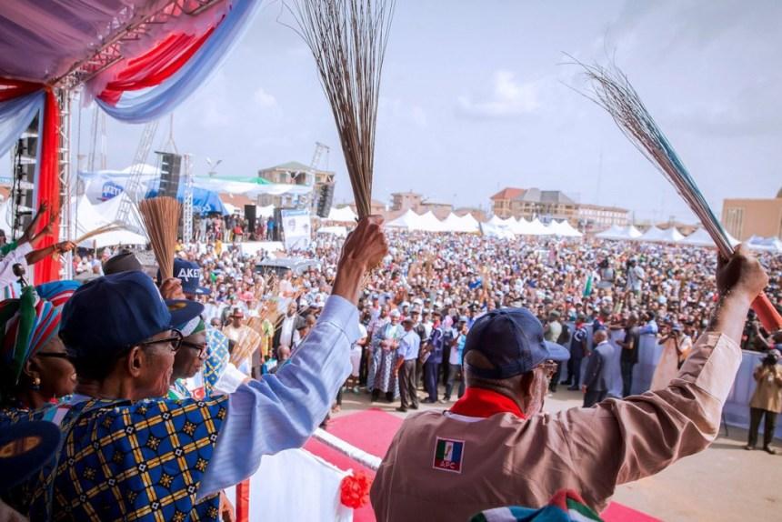 President Buhari presents APC's Rotimi Akeredolu to Ondo's voters