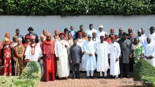 Pic 25. President Muhammadu Buhari (6th r) Vice-President Yemii  Osinbajo (6th l) Gov. Ifeanyi Okowa of Delta State (4th r) Gov Seriake Dickson of Bayelsa (3rd r) with Traditional Rulers and other stakeholders in the Niger Delta during a meeting of President Buhari at the Presidential Villa in Abuja on Tuesday (01/11/16) 8132/1/11/2016/Callistus Ewelike/NAN