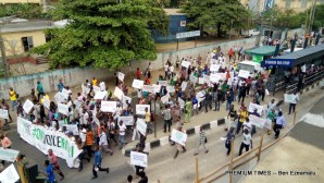 Vehicular traffic along the Ikorodu Road has ground to a standstill as protesters are approaching the National Theatre