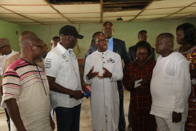 Delta State Governor, Senator Ifeanyi Okowa (middle); Commissioner for Basic and Secondary Education, Mr. Chiedu Ebie (2nd left); Principal, Chude Model Girls School Sapele, (Mrs.) Adelie Ominiabors (2nd right); Sapele Local Government Chairman, Hon. Odebala Ejaife (right) and Commissioner for Housing, Arc. Joseph Ogeh