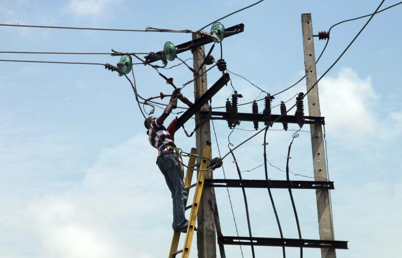 Man on Pole [Photo: Independent Energy Watch Initiative]