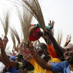 Blaming severe hunger, APC chairman, over 800 others defect to PDP in Akwa Ibom