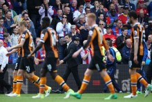 LONDON, ENGLAND - MAY 14:  Marco Silva, Manager of Hull City and his team walk off looking dejected at half time during the Premier League match between Crystal Palace and Hull City at Selhurst Park on May 14, 2017 in London, England.  (Photo by Steve Bardens/Getty Images)