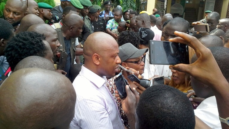 Chukwudi Dumeme Onuamadike (Evans) speaking to journalists when he was paraded by the Nigerian Police
