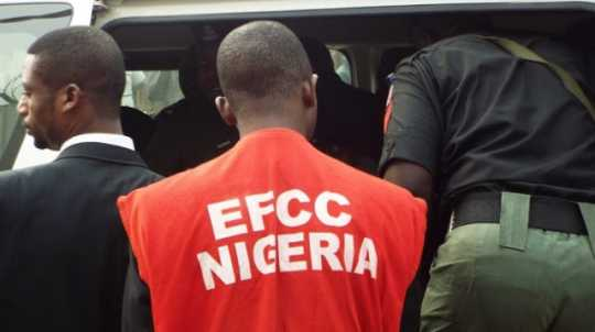 EFCC operative used to illustrate the story