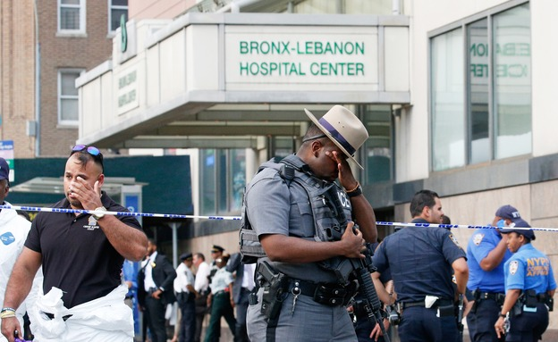 Gunman in doctor's coat killed at NYC hospital