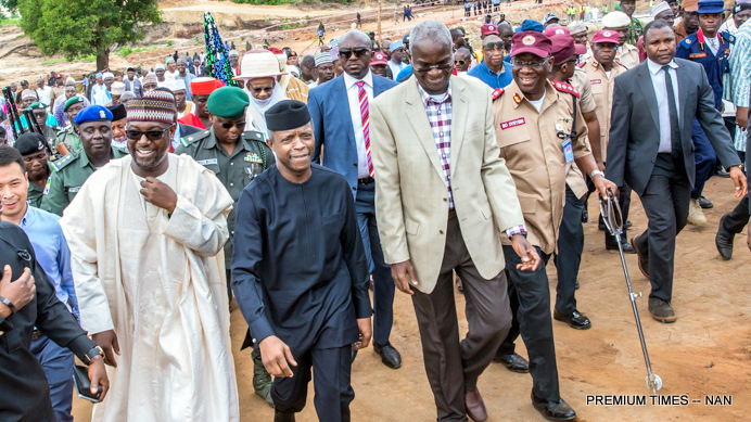 From Left: Gov Abubakar Sani Bello of Niger; Acting President Yemi Osinbajo and Minister of Power, Works and  Housing, Mr  Babatunde Fashola during the visit of the Acting President to the  collapsed Mokwa-Jebba Bridge in Niger State on Monday (10/7/17)  03416//10/7/2017/ICE/NAN