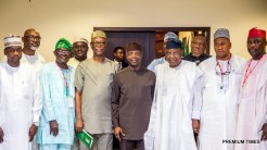 Acting President Yemi Osinbajo; Otumba Henry Ayamale, Forum Chairman(immediate R); Hon. Ali Bukar Dalori, Dep. Chairman (immediate L) and other Forum members during the meeting at the State House in Abuja. Photos: NOVO ISIORO