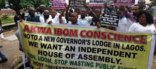 Protest in Uyo, Akwa Ibom, against Gov Emmanuel's plan to build a new governor's lodge in Lagos.jpg