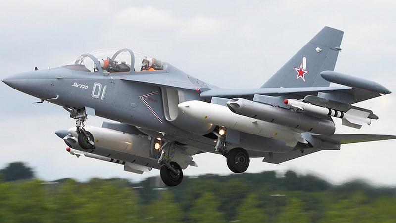 نيجيريا مهتمه بشراء طائرات Yak-130 و Mig بالاضافه الى مدفعيه وعربات مدرعه من روسيا  Yak-130-Jet